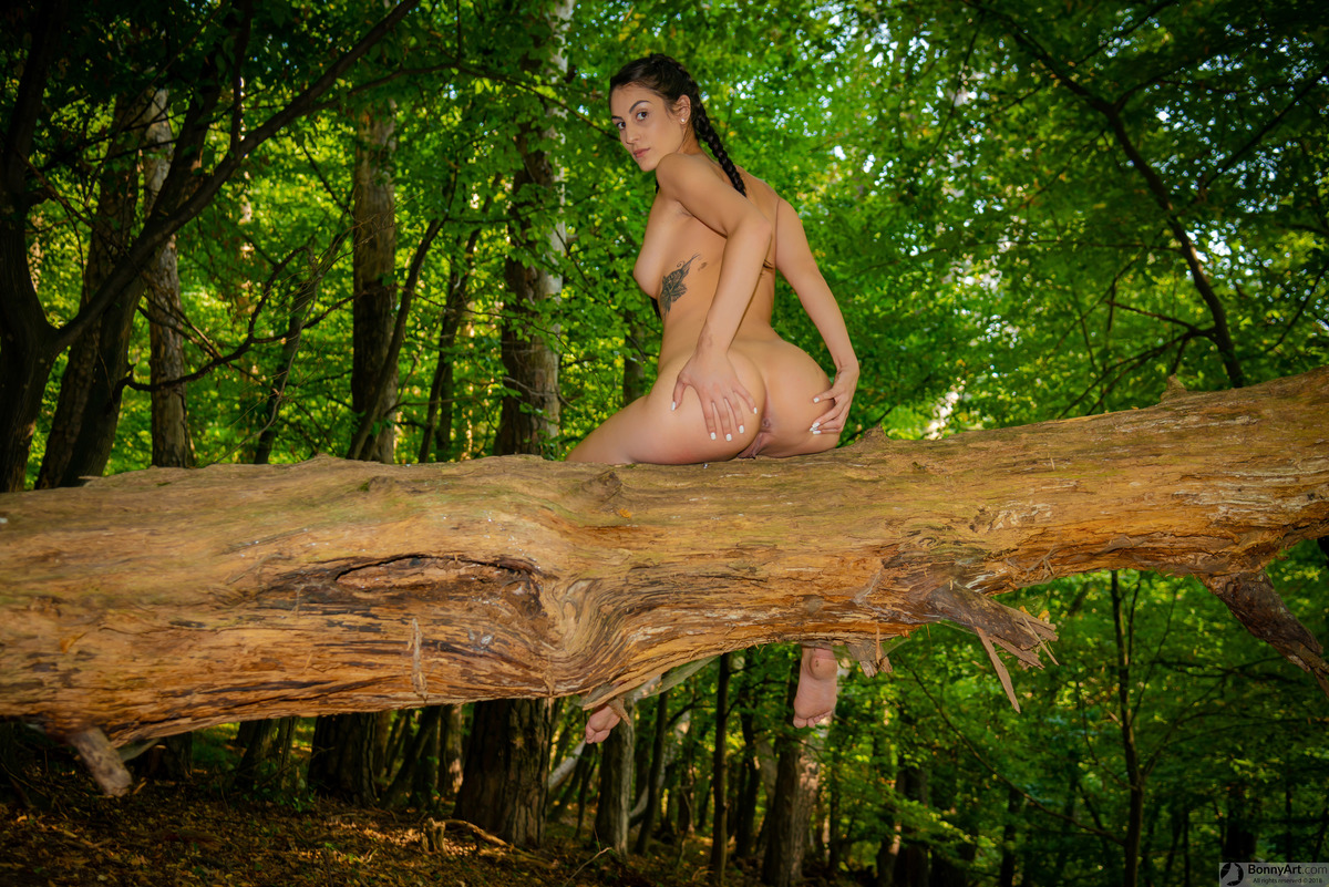 Hot Nude Forest Nymph Spreading Bottom
