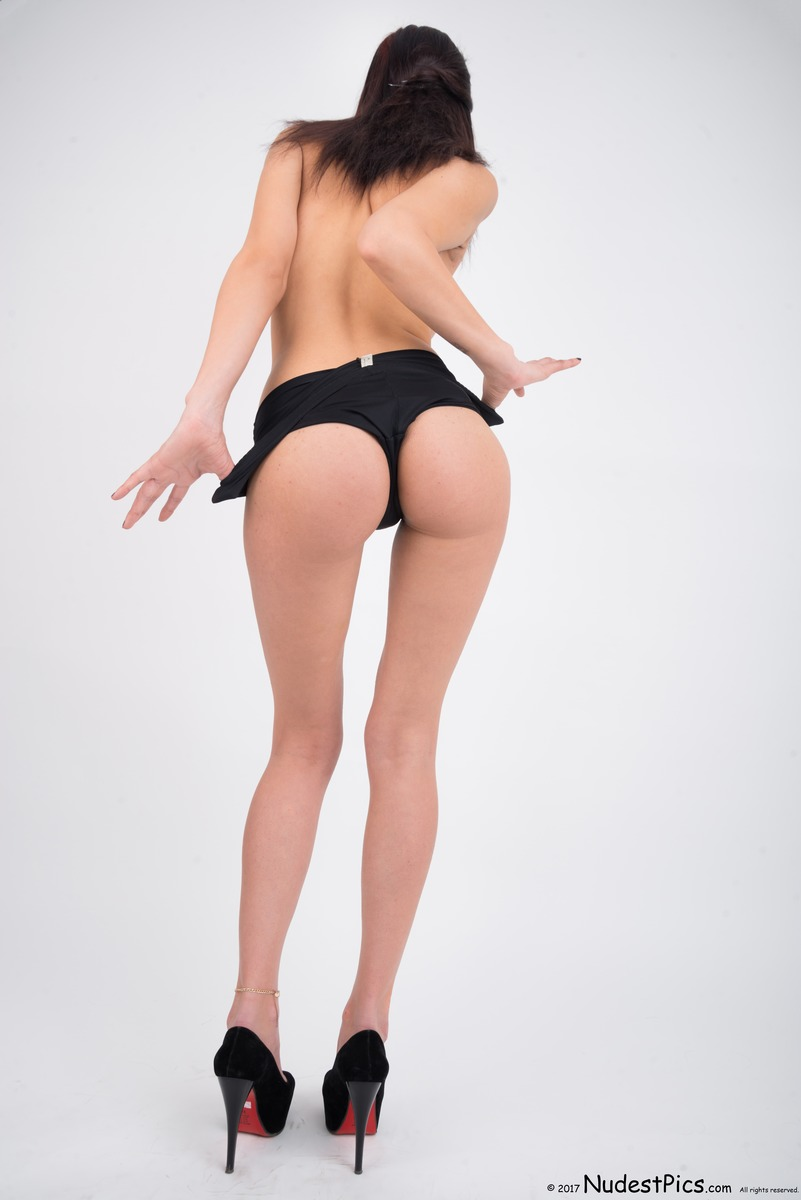 Tall Model Girl Topless from Behind