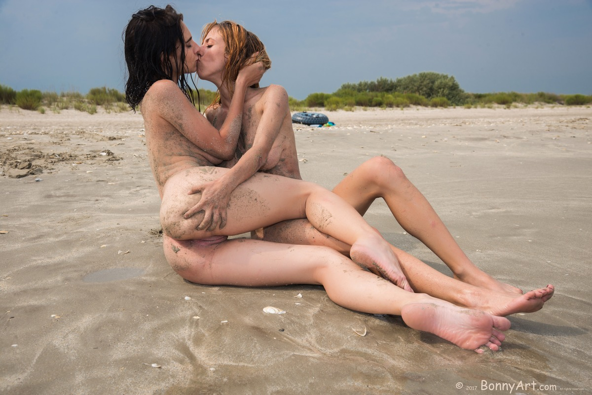 Nude Girls Kissing on the Beach