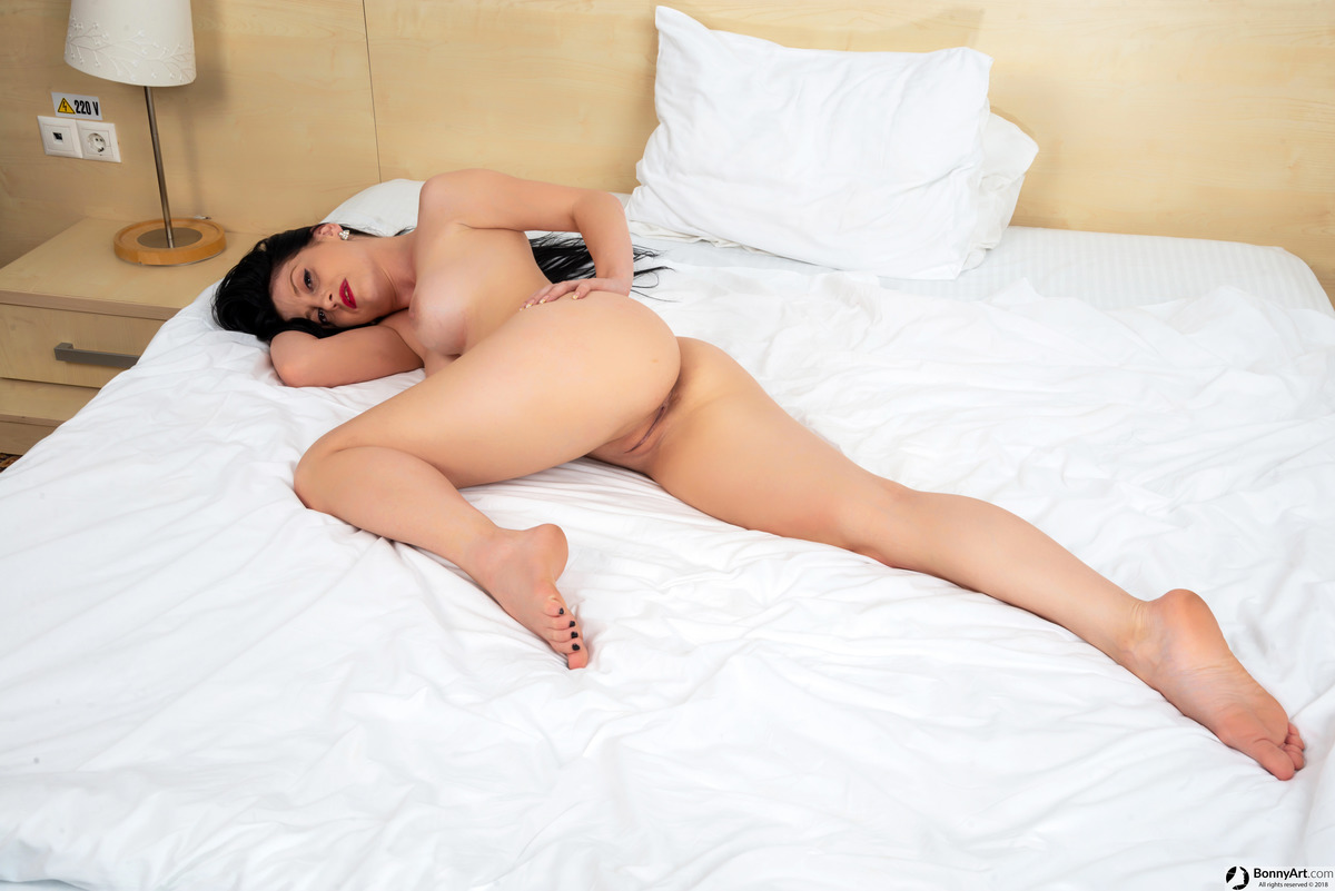 Young Wife Nude in Bed Round Booty Vulva and Boobs
