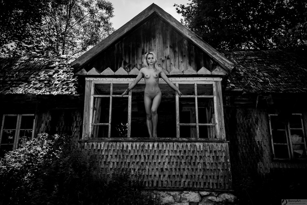 Haunted House Nude Ghost Girl